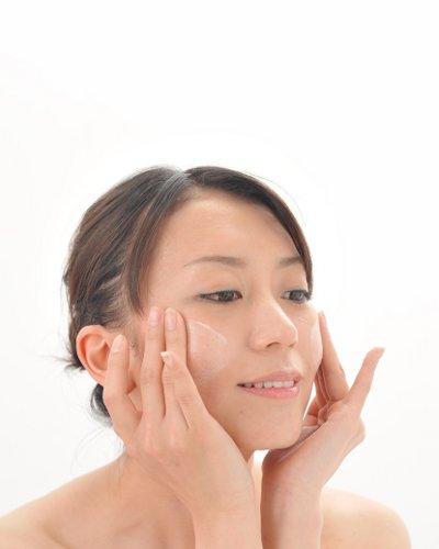 お金をかけずに憧れのキレイ肌になれる4ステップ洗顔法!