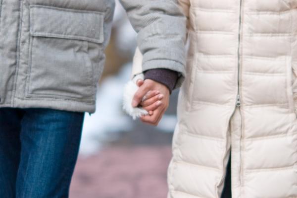 付き合う前に手をつなぐことで本気度をアピールする5つのポイント